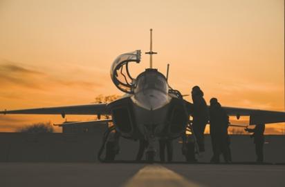 星夜銀翼破長空——海軍航空大學某團學員夜航單飛現場目擊