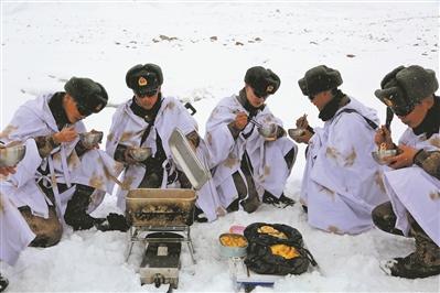 革新熱食保障技術 熱食供應讓高原官兵暖胃更暖心