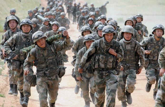 《習近平論強軍興軍》(團以上領導幹部使用)印發全軍
