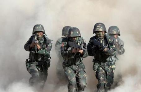 第71集團軍某旅緊貼駐訓任務深化學習教育