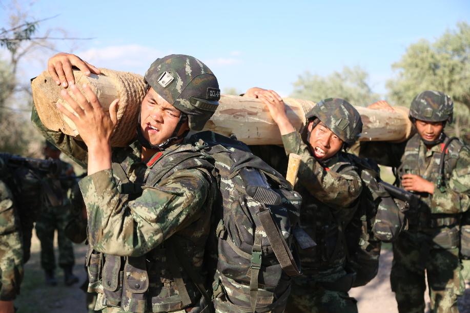 駐新疆武警某師:挑戰極限礪精兵