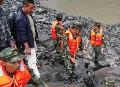 武警部隊1100余名官兵全力投入四川茂縣山體高位垮塌救援