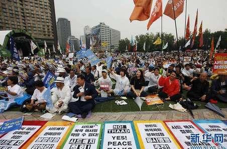 """韓國民眾在美駐韓使館附近示威抗議部署""""薩德"""""""
