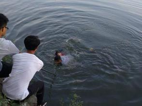 正能量!海軍工程大學學員勇救溺水女子