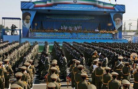 伊朗舉行閱兵式